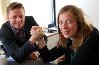 Li Andersson ja Aki Ruotsala mittelivät kirkon ja valtion kytköksestä Radio Dein Viikon debatissa toukokuussa 2015. Kuva: Kai Kortelainen