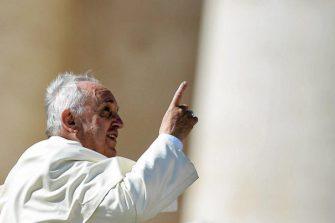 Paavi Franciscus lentää huomenna ensimmäistä kertaa Roomasta Bagdadiin.