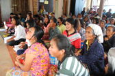 Jumalanpalvelusväkeä Napongin kirkossa Pohjois-Thaimaassa. Kuva: Riikka-Maria Kolkka/Suomen Lähetysseura