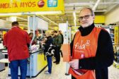 Ismo Salerto on työskennellyt 13 vuotta Fidan kehitysyhteistyötehtävissä. Viime keväänä hän osallistui Eväät elämään -keräykseen Helsingissä. Hän sanoo jännittäneensä aluksi ihmisten kohtaamista, mutta yllättyneensä myönteisestä vastaanotosta. – Ihmiset tykkäävät osallistua, kun voi pienelläkin lahjoituksella auttaa. Kuva: Erkki Salo
