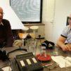 Pekka Reinikainen ja Jouko Vuorenniemi tulkitsivat Radio Dein Viikon debatissa eri tavoin raamatunkohtia, joissa puhutaan alkoholista. Kuva: Ariel Neulaniemi