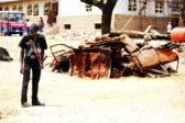 Poliisi vartioimassa järjestystä nigerialaisella kadulla. Kuva: Marttyyrien ääni