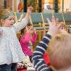 Monissa seurakunnissa järjestetään perhemessuja Mikkelinpäivänä 2.10. Kuva Sanna Krook/Kirkon kuvapankki
