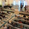 Juristi Nancy Lefèvre puhui Usko ja sananvapaus -seminaarissa. Tulkkina toimi Ville Hoikkala. Kuva: Jyrki Kela