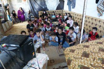 pakolaislapset ja SAT-7