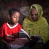 Etiopialaisen Abdulazizin vanhemmat kuolivat aidsiin, kun poika oli vuoden ikäinen. Jo iäkkäät ja sairaat isovanhemmat huolehtivat pojasta parhaansa mukaan. Suomen Lähetysseuran ja paikallisen kirkon tuella Abdulaziz voi käydä koulua ja saa monipuolista ruokaa pysyäkseen terveenä. Kauneimmat Joululaulut kutsuvat jälleen laulamaan ja lahjoittamaan ensimmäisestä adventista 27.11. alkaen. Kuva Ari Vitikainen