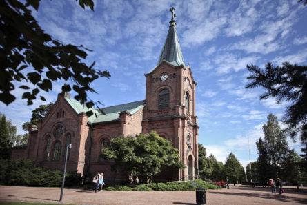 Jyväskylän seurakunta on jäsenmäärältään Suomen suurin seurakunta. Kuvassa Jyväskylän kaupunginkirkko. Kuva: Sari Savela