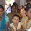 Intiassa naisia kirkossa