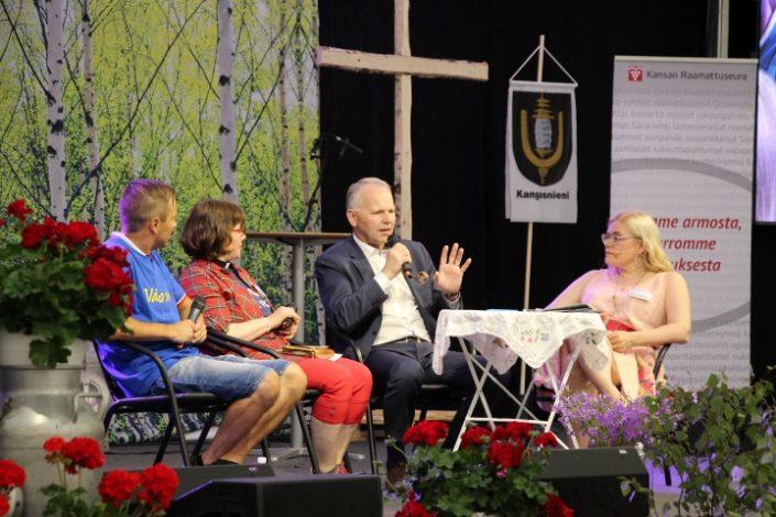 Maa- ja metsätalousministeri ja maanvelijelija Jari Leppä oli SanaForumissa Suvipäivillä keskustelemassa toivosta.