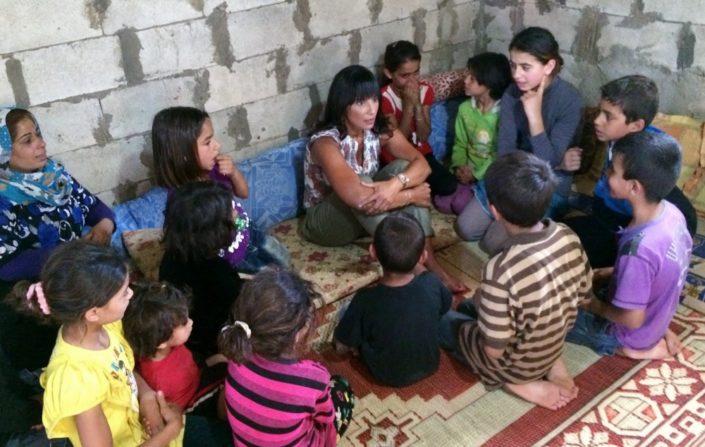 Rita Elmounayer ja pakolaislapsia Libanonissa..