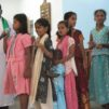 Lapsia kirkossa Intiassa.