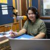 Penprapha Tangsirisatian radiostudiossa Bangkokissa.