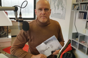 Kiistelty kiekkomies Petteri Sihvonen sanoo kirjoittavansa uudessa kirjassa Jumalasta mutta vain rivien väleissä. Kuva: Mikael Juntunen