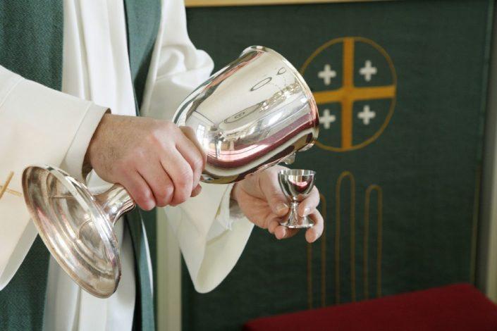 Alkoholiton ehtoollisviini valmistetaan tyypillisimmin rypälemehusta. Kuva: Juho Alatalo / Studio Ilpo Okkonen