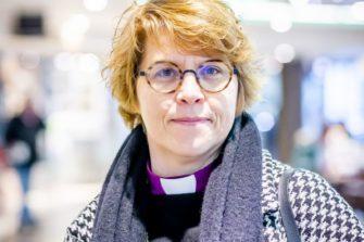 Ennen piispanvirkaan astumistaan Kaisamari Hintikka työskenteli Genevessä Luterilaisen maailmanliiton teologian ja julkisen todistuksen osaston johtajana ja ekumeenisten asioiden apulaispääsihteerinä. Kuva: Markku Pihlaja / Kirkon kuvapankki