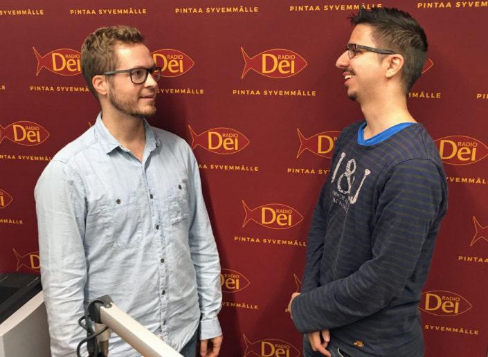 Krisillisen opiskelijajärjestön työntekijä Miikka Niiranen ja imaami Abbas Bahmanpour debatoivat siitä, mikä rooli jumalanpilkkalailla on uskontokritiikissä ja sananvapaudessa.