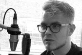 Patrick Tiainen Radio Deissä. Kuva: Kai Kortelainen