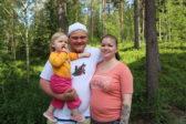 Anna Vilhunen ja Jyri Laurila LeviCross-perheleirin maisemissa