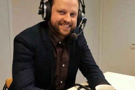 Aki Ruotsala vieraili haastateltavana Radio Dein aluetoimituksessa Seinäjoella. Kuva: Päivi Saloranta.