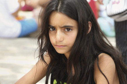 Betlehemiläinen tyttö lastenleirillä