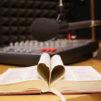 Avoin Raamattu ja radiostudio.