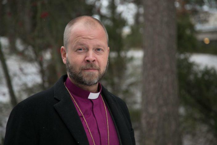 Helsingin piispa Teemu Laajasalo kirkolliskokouksessa maraskuussa.