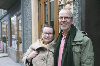Asioiden läpikäyminen omassa suhteessa on tuonut Maria ja Markku Ihoselle syvyyttä ja myötäelämisen taitoa tukiparityöhön. Kuva: Sari Savela