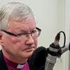 Mikkelin hiippakunnan piispa Seppo Häkkinen suorassa lähetyksessä Piispan kyselytunnilla tänään tiistaina. Kuva: Mikael Juntunen