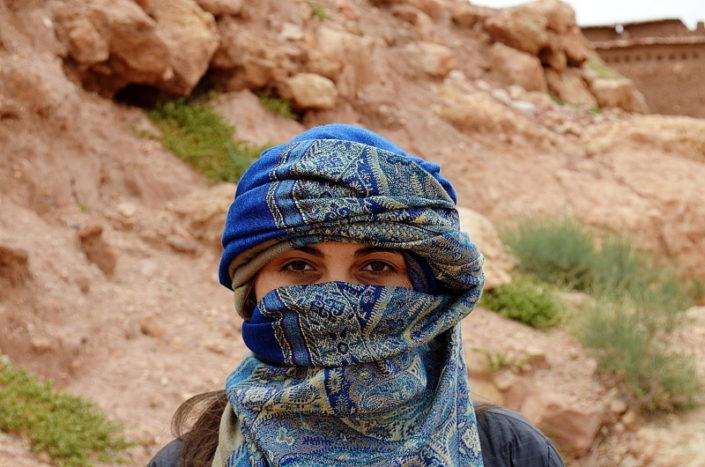Huivipäinen arabinainen.