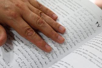 Egyptin Pipliaseura lahjoittaa korona-avustuspaketeihin Raamattuja.