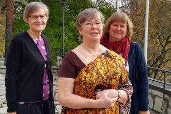 Anna-Liisa Kirves-Miettinen (vas.), Seija Niemi ja Ritva Mieskolainen.