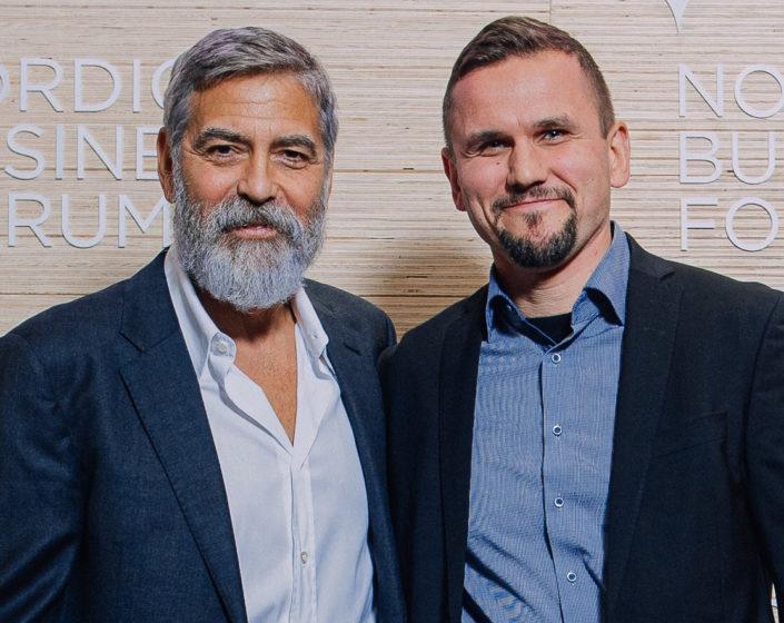 Kuva: George Clooney ja Timo Metsola Nordic Business Forumissa vuonna 2019.