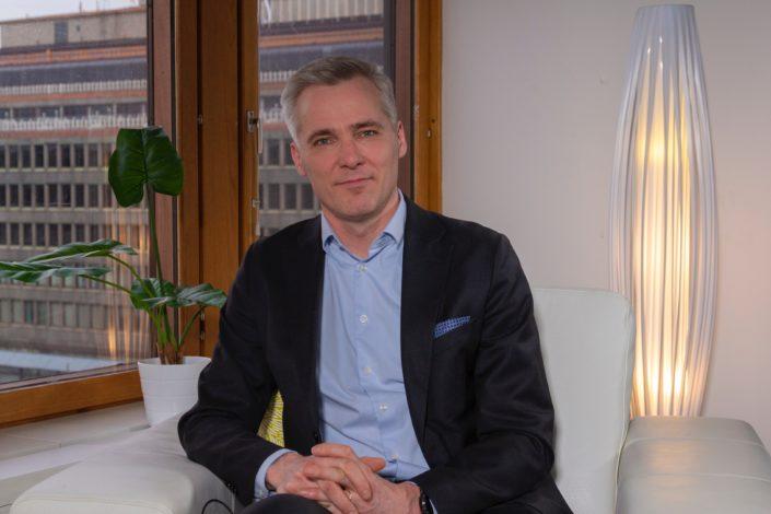 Anders Adlercreutz on Kirkkonummella asuva 50-vuotias toisen kauden kansanedustaja. Kuva: Stas Voronin